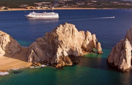 Cabo Arch and Cruise ship