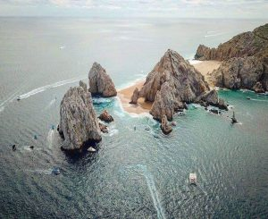 Famous Cabo arch with sand